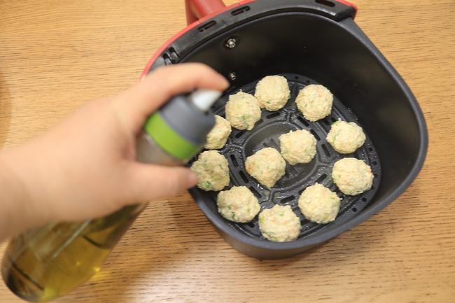 Dùng nồi chiên không dầu làm chả gà cực ngon, ăn với cơm hay ăn vặt đều hợp - Ảnh 10.