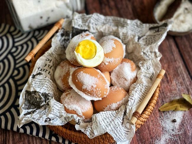 Luộc trứng mà không dùng nước tưởng vô lý nhưng lại ngon hết ý - Ảnh 8.