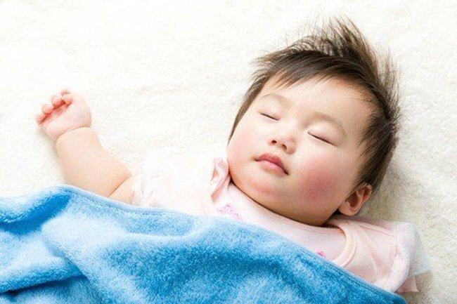 6 yếu tố ảnh hưởng đến giấc ngủ của trẻ - Ảnh 1.