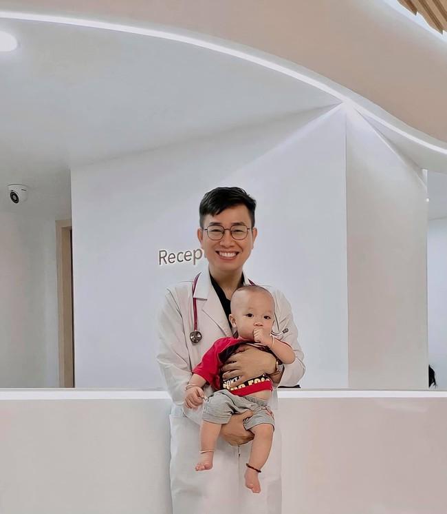 Chuyên gia Nhi khoa mách mẹ 5 nhóm thuốc cần chuẩn bị cho bé trong thời Covid-19 - Ảnh 1.