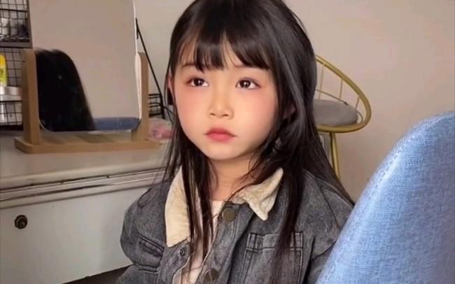 """""""Thiên thần câm lạc xuống trần gian"""": Đằng sau gương mặt xinh đẹp là bi kịch mà bé gái 5 tuổi phải gánh chịu suốt đời - Ảnh 3."""