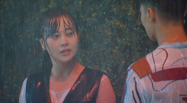Hương vị tình thân và loạt phim Việt sở hữu cảnh mưa đẹp mê mẩ - Ảnh 1.