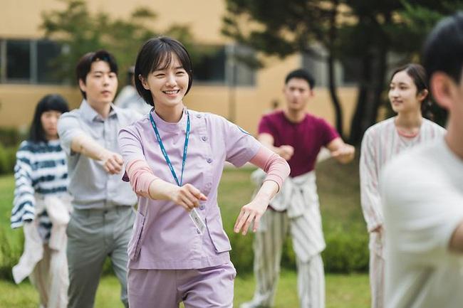Điên thì có sao, Phim Điên Thì Có Sao, Nữ phụ Điên Thì Có Sao, Park Min Young, Thư Ký Kim, Jennie (Black Pink)