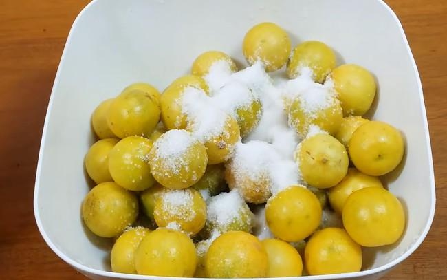 Mách chị em cách làm chanh muối vàng ươm, vỏ dẻo thơm ngon không bị đắng, không đóng váng - Ảnh 5.