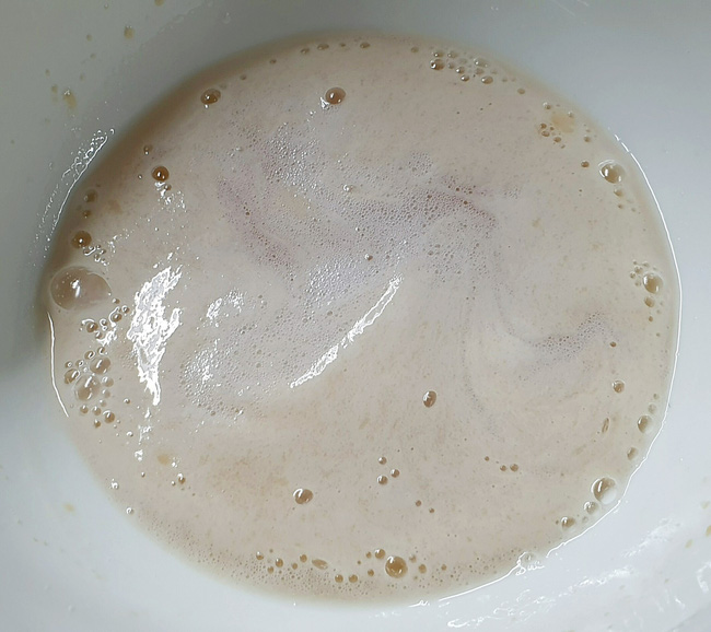 Bánh mì 3 không: Không lò nướng, không máy trộn bột, không cân vẫn mềm ngon thơm nức! - Ảnh 4.