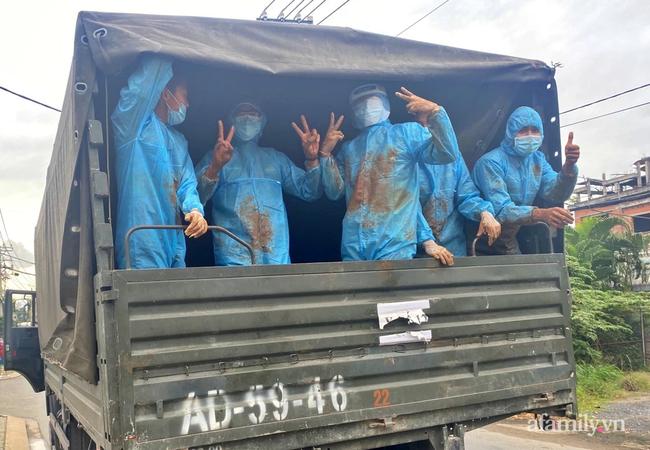 """Giải cứu cánh đồng trăm tấn bí """"khủng"""", giúp người cha 6 con ở Đắk Nông thoát bi kịch mất nhà giữa mùa dịch - Ảnh 13."""