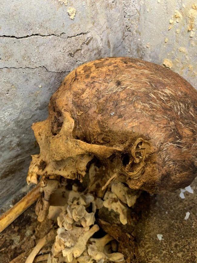 Phát hiện ngôi mộ đồ sộ với xác ướp 2.000 năm tuổi, các nhà khảo cổ choáng váng khi nhìn đến vùng đầu, sự lạ rợn người không ai giải thích nổi  - Ảnh 5.