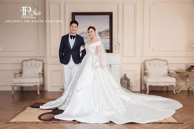 Hương vị tình thân: Lộ trọn bộ ảnh cưới vương giả của Long - Nam, bà Xuân vui vẻ ôm con dâu - Ảnh 4.