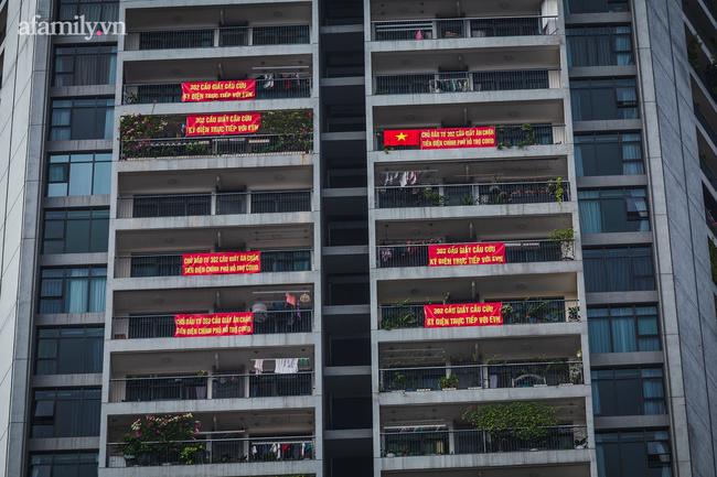 """Giữa đại dịch người mua chung cư """"đất vàng"""" căng băng rôn  phản đối chủ đầu tư - Ảnh 2."""