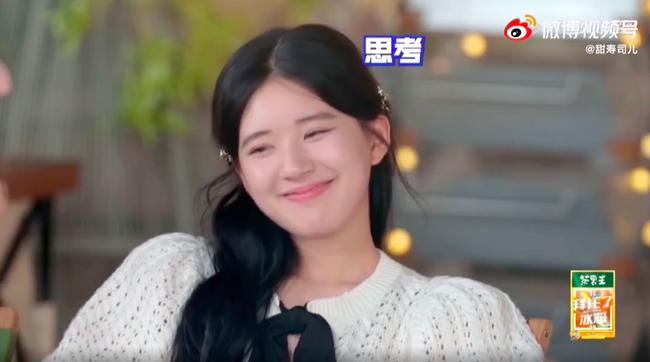 Triệu Lộ Tư vội vã lên xe rời đi trong đêm, để lộ mặt mộc xinh đẹp, làn da căng bóng thế nào mà netizen khen ngợi - Ảnh 6.