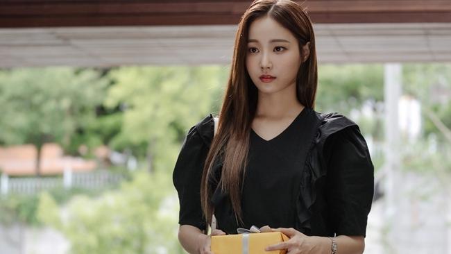"""Nhan sắc """"bạn gái mới"""" của Lee Min Ho, liệu có bằng Suzy hay Park Min Young? - Ảnh 2."""