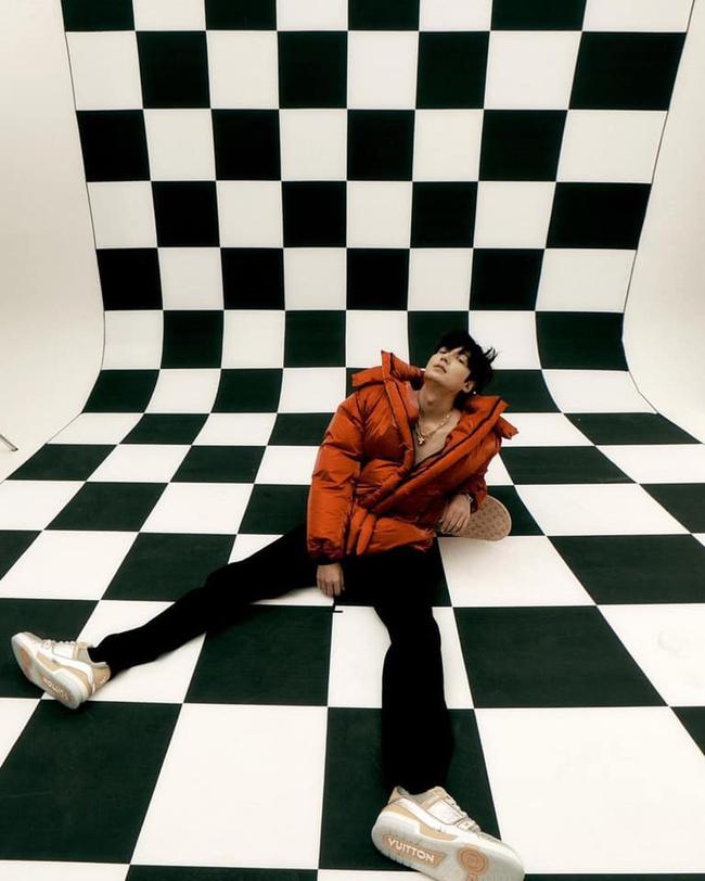 Khoe nhẹ tấm hình hậu trường chưa chỉnh sửa, Lee Min Ho lại khiến fan phải trầm trồ vì ngoại hình ở tuổi 34 - Ảnh 2.
