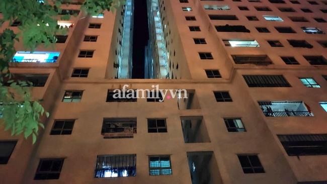 Hà Nội: Bé gái 12 tuổi rơi từ tầng 12 chung cư HH Linh Đàm tử vong - Ảnh 1.