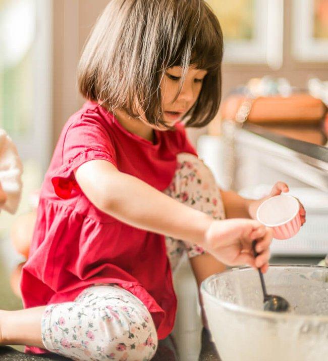 Hoạt động hàng ngày trong thời gian giãn cách giúp trẻ và bố mẹ đều thư giãn, vui vẻ và khoẻ mạnh - Ảnh 3.