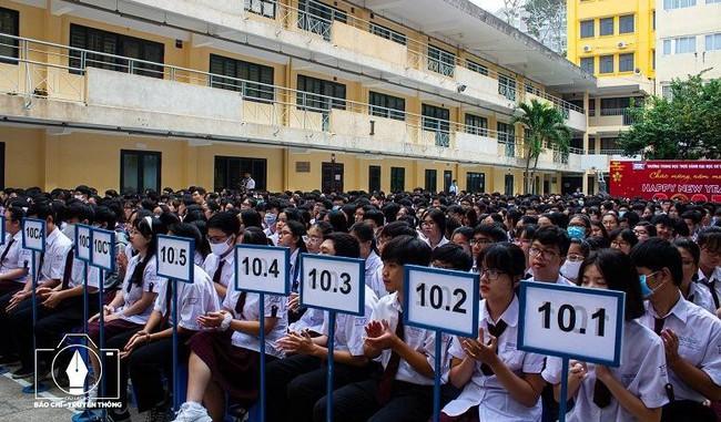 Trường phổ thông đầu tiên ở TPHCM công bố điểm chuẩn xét tuyển vào lớp 10 - Ảnh 1.