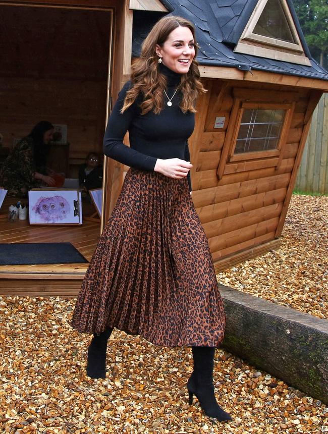 Công nương Kate diện chân váy - Ảnh 4.