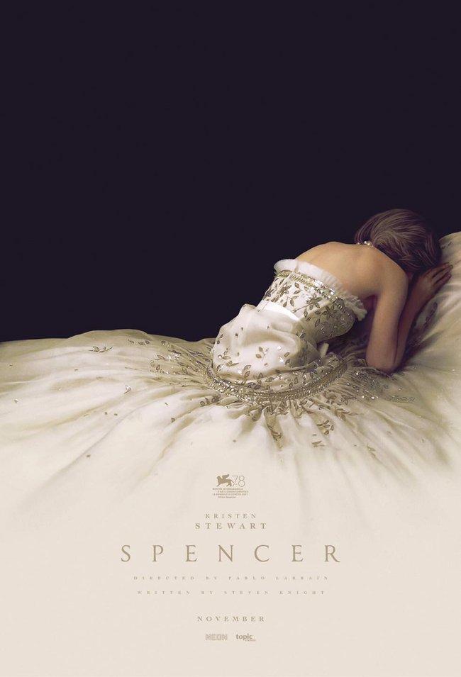 Bộ đầm dạ hội của Công nương Diana trong phim: Thiết kế của Chanel từ năm 1988, mất 1034 giờ chỉnh sửa - Ảnh 2.