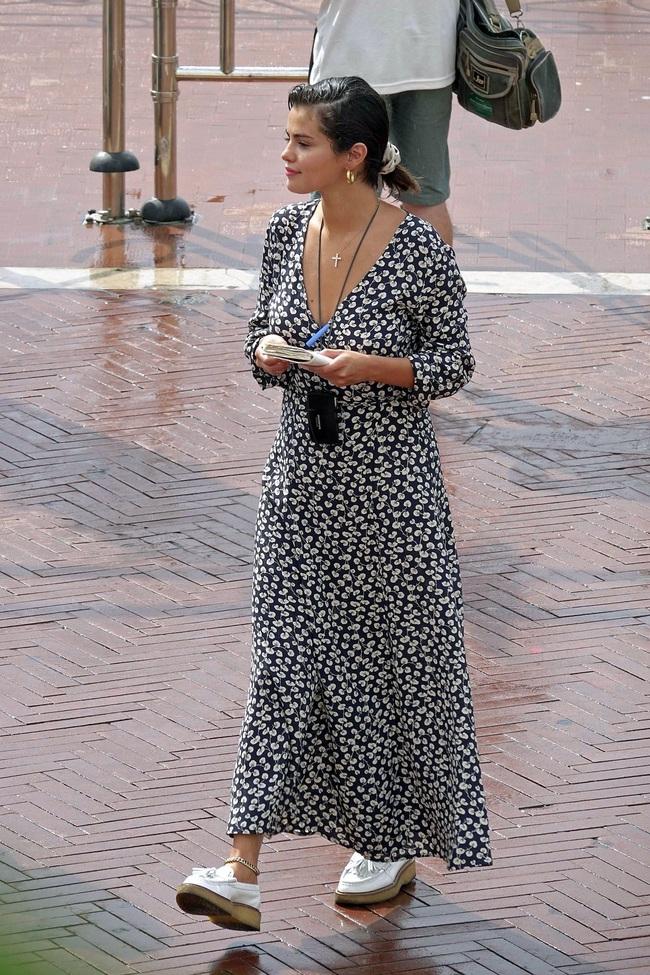 """Chưa đến 30 tuổi nhưng Selena Gomez nhiều lần lên đồ già chát như """"bà thím"""", chị em xem ngay để rút kinh nghiệm - Ảnh 8."""