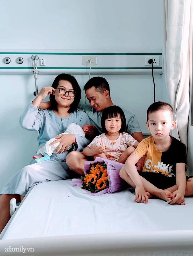 Mẹ Hải Phòng 6 năm đẻ 4 con, chồng hy sinh sự nghiệp một tay chăm sóc từ A đến Z - Ảnh 1.