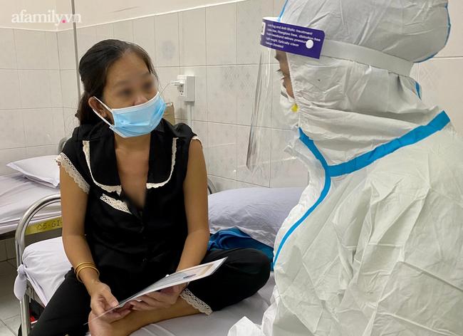 Mẹ nhiễm COVID-19 trở nặng phải chuyển viện, bác sĩ gói hình con mới sinh theo hành trang sản phụ, cầu mong phép màu - Ảnh 5.