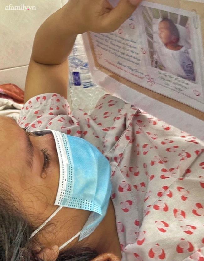 Mẹ nhiễm COVID-19 trở nặng phải chuyển viện, bác sĩ gói hình con mới sinh theo hành trang sản phụ, cầu mong phép màu - Ảnh 8.