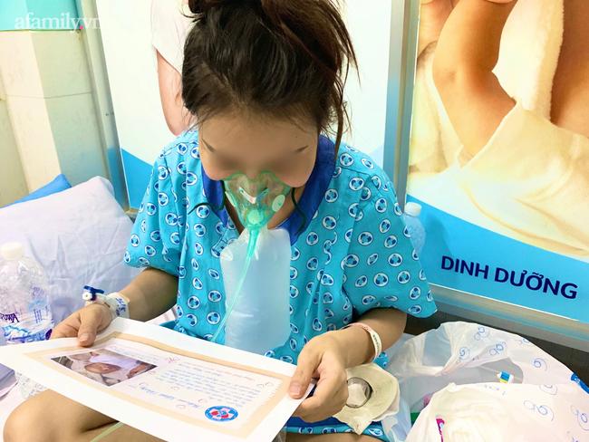 Mẹ nhiễm COVID-19 trở nặng phải chuyển viện, bác sĩ gói hình con mới sinh theo hành trang sản phụ, cầu mong phép màu - Ảnh 10.