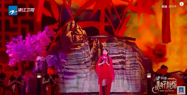 Triệu Lộ Tư mặc váy đỏ, đàn múa đẹp mắt thế nào mà fan cứ réo gọi Trần Thiên Thiên trong lời đồn - Ảnh 4.