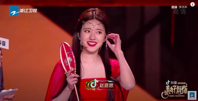 Triệu Lộ Tư mặc váy đỏ, đàn múa đẹp mắt thế nào mà fan cứ réo gọi Trần Thiên Thiên trong lời đồn - Ảnh 9.
