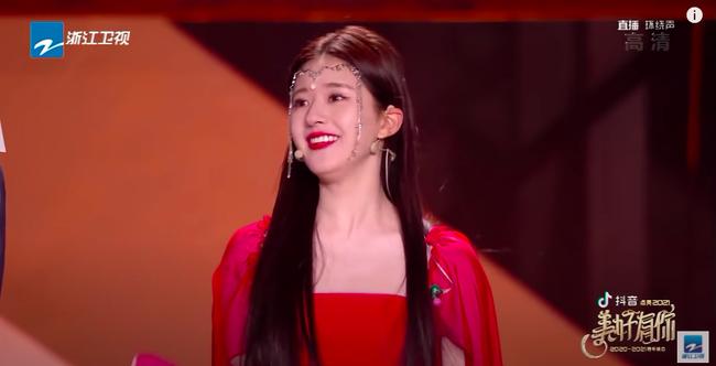 Triệu Lộ Tư mặc váy đỏ, đàn múa đẹp mắt thế nào mà fan cứ réo gọi Trần Thiên Thiên trong lời đồn - Ảnh 7.
