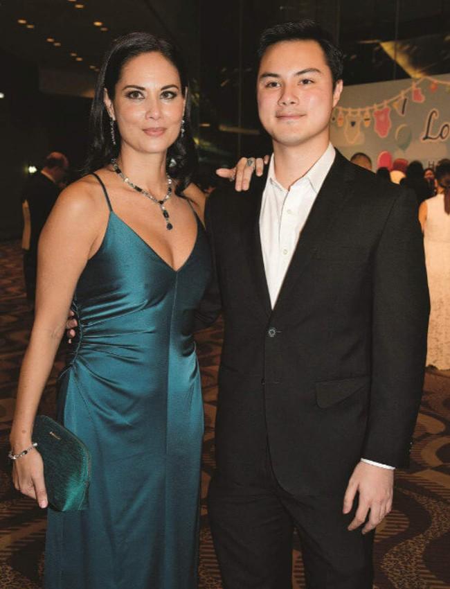 """Từng qua đêm cùng 10 nghìn mỹ nữ, tỷ phú Hong Kong làm điều """"có 1-0-2"""" với người phụ nữ gốc Việt kém 32 tuổi và màn xử lý thẳng tay khi đại gia """"lệch sóng"""" - Ảnh 11."""