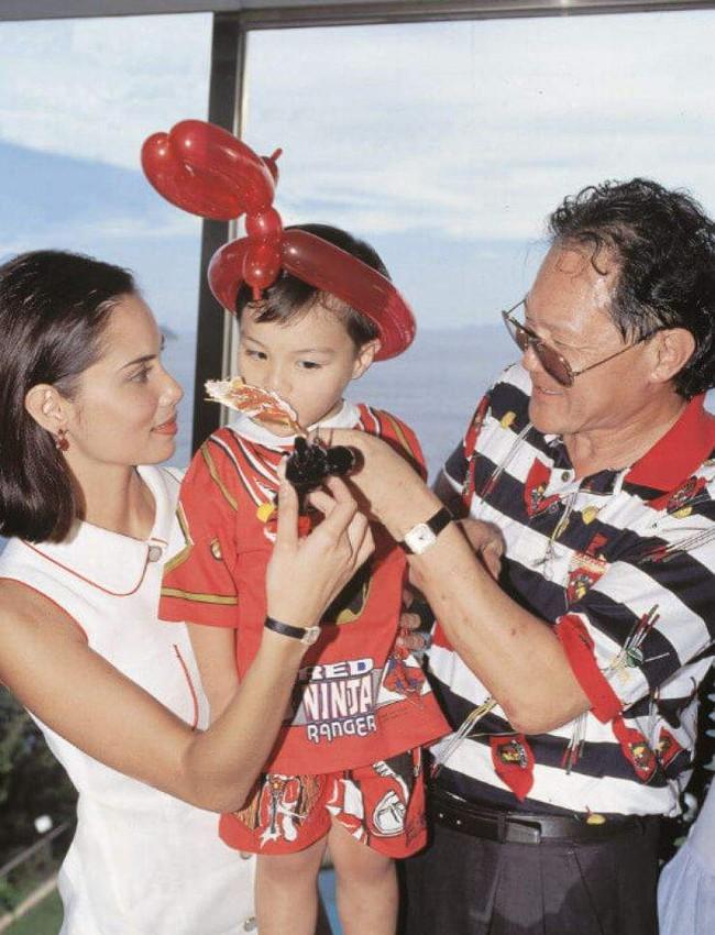 """Từng qua đêm cùng 10 nghìn mỹ nữ, tỷ phú Hong Kong làm điều """"có 1-0-2"""" với người phụ nữ gốc Việt kém 32 tuổi và màn xử lý thẳng tay khi đại gia """"lệch sóng"""" - Ảnh 10."""