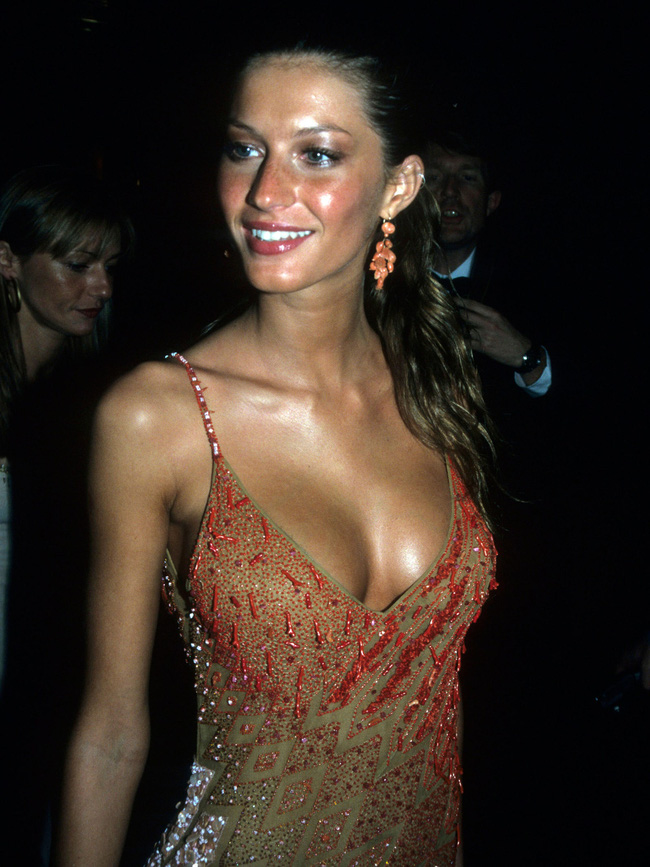 Vogue chọn ra 25 mỹ nhân đẹp nhất mọi thời đại tại thảm đỏ Met Gala  - Ảnh 10.