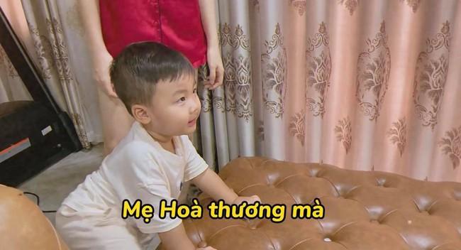 """Rụng tim với loạt câu nói """"như ông cụ non"""" của con trai Hòa Minzy, fan trêu Bo thúi nghiện mẹ đến thế là cùng! - Ảnh 4."""