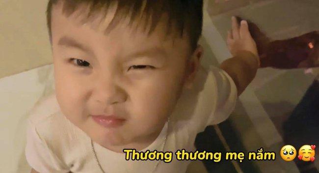 """Rụng tim với loạt câu nói """"như ông cụ non"""" của con trai Hòa Minzy, fan trêu Bo thúi nghiện mẹ đến thế là cùng! - Ảnh 6."""