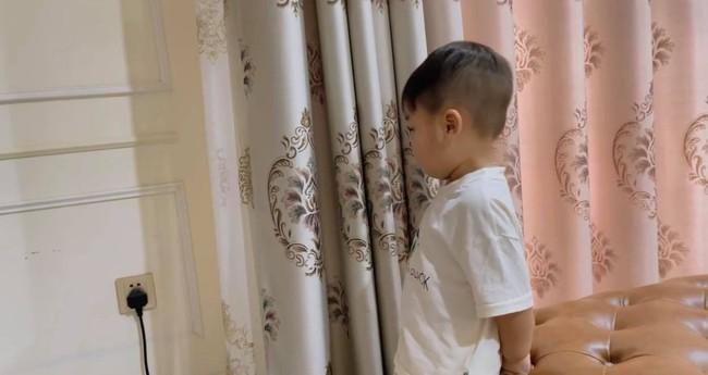 Hòa Minzy khoe con trai cực yêu nhưng dân mạng lại chỉ ra một điểm hết sức nguy hiểm ngay cạnh bé - Ảnh 2.