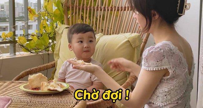 """Rụng tim với loạt câu nói """"như ông cụ non"""" của con trai Hòa Minzy, fan trêu Bo thúi nghiện mẹ đến thế là cùng! - Ảnh 2."""