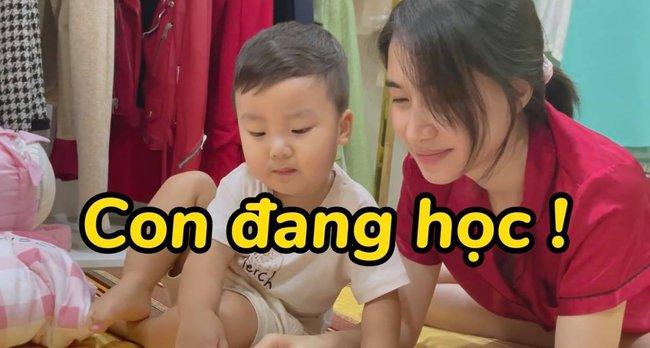 """Rụng tim với loạt câu nói """"như ông cụ non"""" của con trai Hòa Minzy, fan trêu Bo thúi nghiện mẹ đến thế là cùng! - Ảnh 9."""