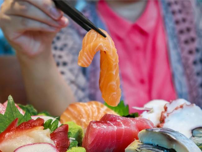 """Chuyên gia thực phẩm tiết lộ những món """"bẩn nhất"""" trong nhà hàng buffet: Khách nào cũng thích nhưng có món đầu bếp còn từ chối ăn - Ảnh 3."""