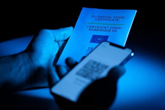 """Chính phủ Anh ngừng kế hoạch triển khai hộ chiếu vaccine Covid-19, dân tự do đi lại mà không cần """"thẻ xanh""""? - Ảnh 3."""
