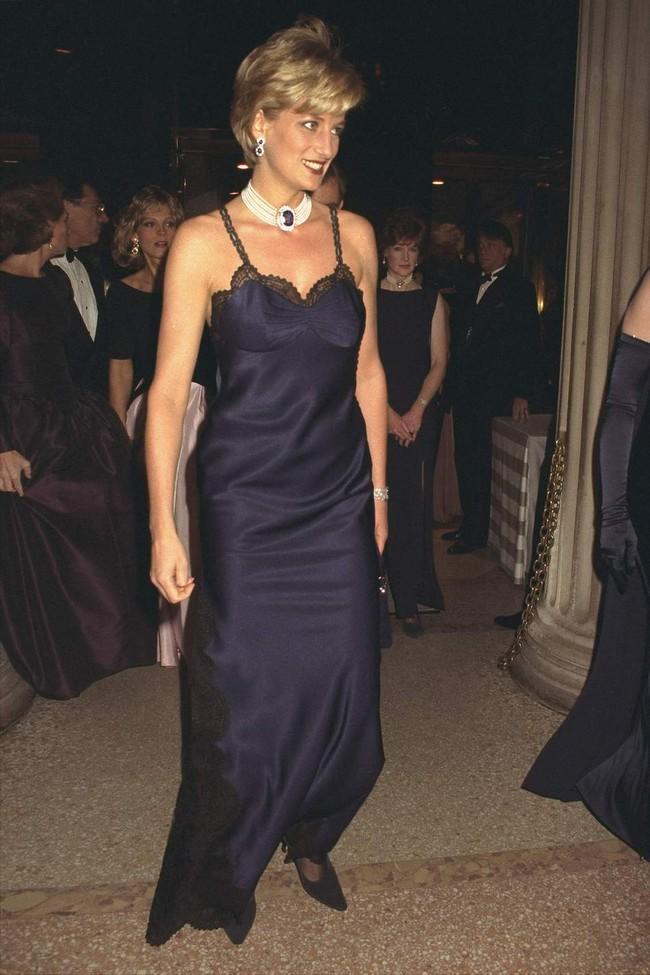Vogue chọn ra 25 mỹ nhân đẹp nhất mọi thời đại tại thảm đỏ Met Gala  - Ảnh 7.
