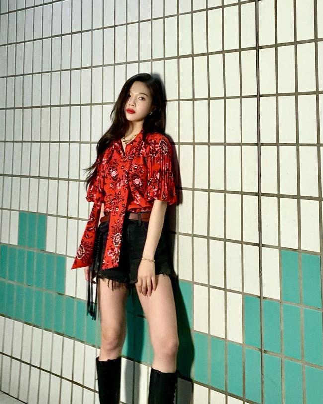 Mặc áo blouse đẹp như Red Velvet: 13 cách mix đơn giản nhưng trẻ trung, chuẩn sang xịn mịn - Ảnh 7.