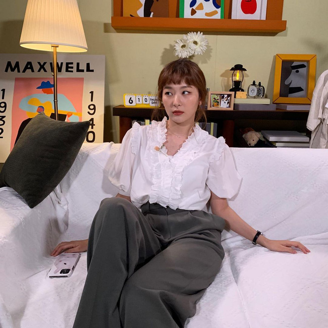 Mặc áo blouse đẹp như Red Velvet: 13 cách mix đơn giản nhưng trẻ trung, chuẩn sang xịn mịn - Ảnh 8.