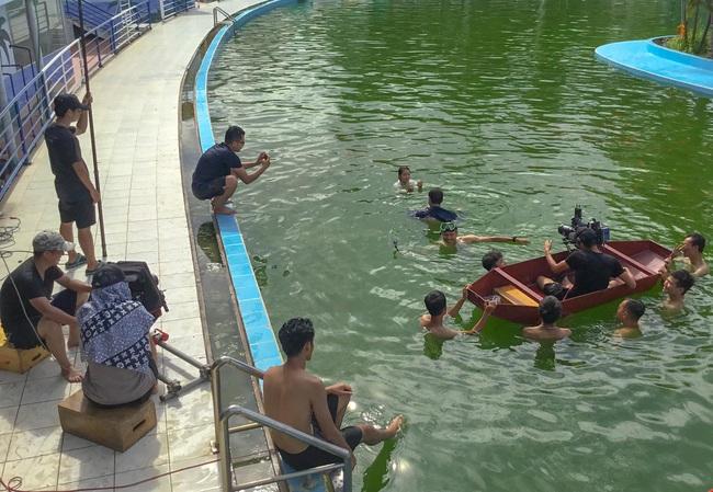 11 tháng 5 ngày: Đăng đi rình Nhi trước khi xô nữ chính xuống hồ, lộ hậu trường Khả Ngân - Thanh Sơn lóp ngóp thấy thương - Ảnh 2.