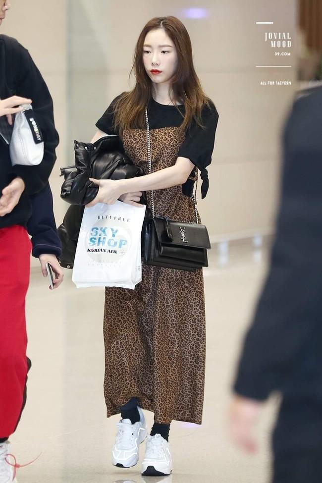 Chị em đừng như Taeyeon: Vóc dáng thấp bé nhưng toàn diện những đôi giày cồng kềnh, khiến chân ngắn hẳn đi - Ảnh 4.