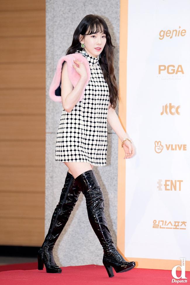 Chị em đừng như Taeyeon: Vóc dáng thấp bé nhưng toàn diện những đôi giày cồng kềnh, khiến chân ngắn hẳn đi - Ảnh 3.