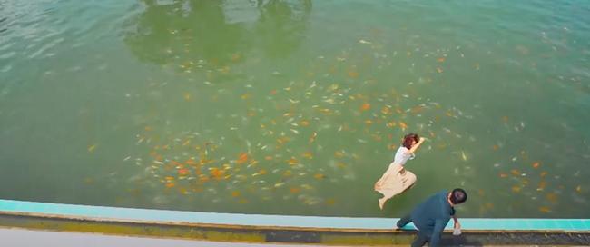 11 tháng 5 ngày: Đăng đi rình Nhi trước khi xô nữ chính xuống hồ, lộ hậu trường Khả Ngân - Thanh Sơn lóp ngóp thấy thương - Ảnh 1.
