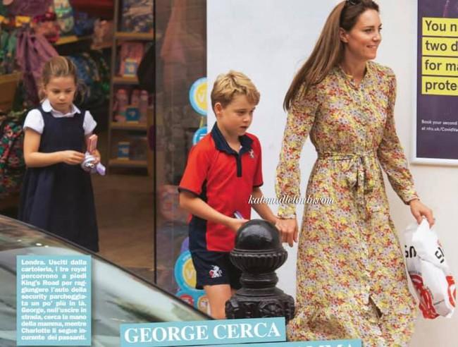 """Công nương Kate lộ diện sau 60 ngày """"mất hút"""", đưa 2 con đi mua sắm với loạt cử chỉ tinh tế - Ảnh 4."""