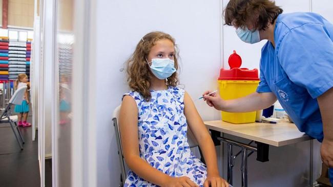 Các quốc gia  ở châu Âu đang tiêm vắc xin phòng COVID-19 cho trẻ em trên 12 tuổi như thế nào? - Ảnh 4.