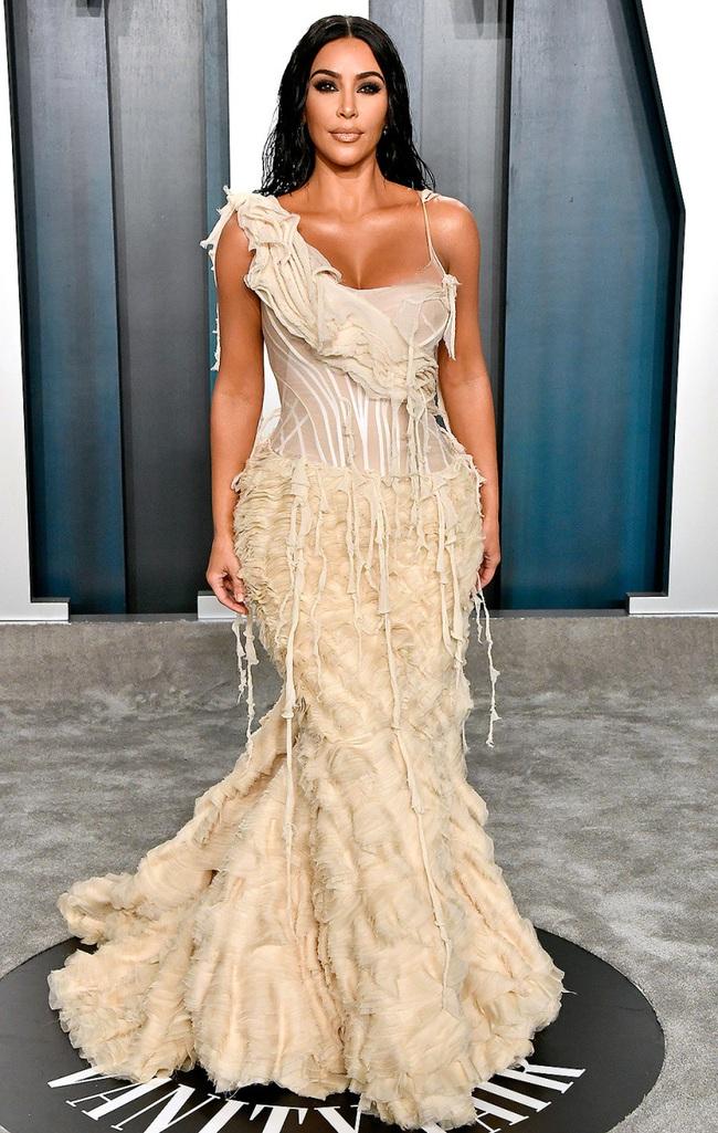 Kendall Jenner từng phải chịu cảnh váy bó chặt không thể ngồi, để đổi lại phút xuất thần tại Met Gala - Ảnh 8.