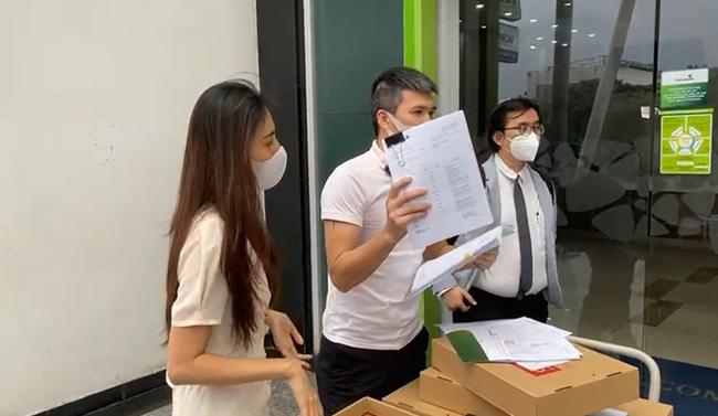 Cập nhật nóng: Công Vinh - Thủy Tiên chính thức livestream công bố sao kê tại ngân hàng - Ảnh 2.